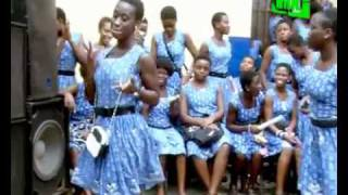 AZONTO DANCE IN SENIOR HIGH SCHOOLS  SONG BY SARKODIE   U GO KILL ME O flv   YouTube 2