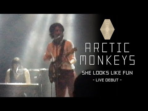 Arctic Monkeys - She Looks Like Fun (Live Debut @ San Diego May 2nd, 2018)