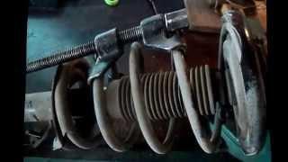 Замена пыльников передних стоек на автомобиле Ниссан Примера Р12
