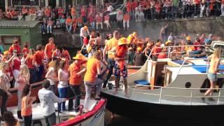 Queen's Day - Boat Gets Stuck