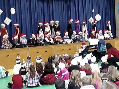 Anna - Niantic Center  School - Winter pagent -  MOV09302.MPG