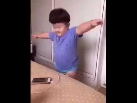 شاهد طفل صيني يرقص على موسيقى الشعبي المغربي مضحك جدا thumbnail
