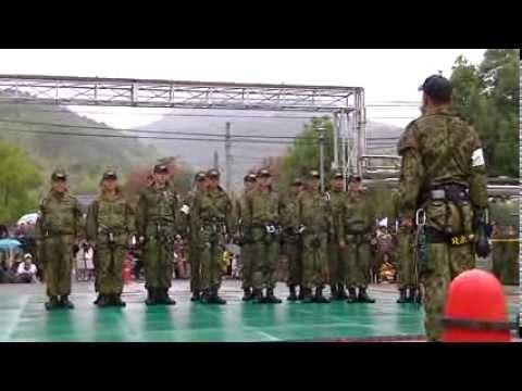 2013 姫路駐屯 地創立62周年記念行事 レンジャー訓練展示 4′30″頃からコミカルに