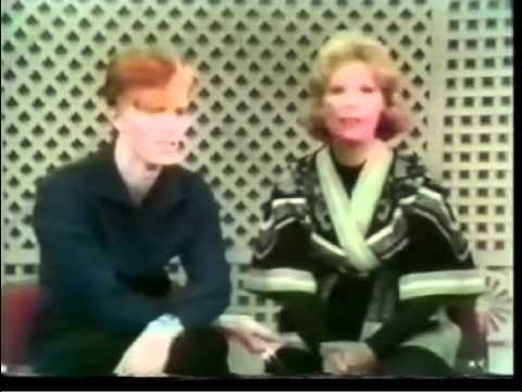 David Bowie about Bryan Ferry - Rare  - 1975.mov