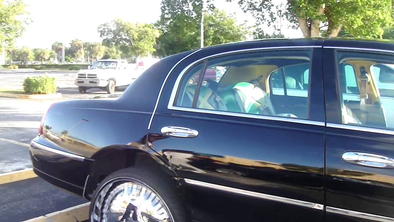 Lincoln Town Car On Dem 26 Dub Floaters Youtube