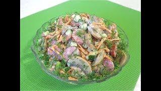Салат с маринованными грибами и колбасками. Сочный, необычный вкус!