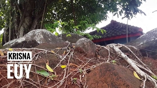 Video Strange Sumedang Karamat Tombs Can Not Be Demolished Even Using Advanced Tools download MP3, 3GP, MP4, WEBM, AVI, FLV September 2018