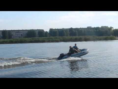 лодка хантер  335 под мотором 9.8