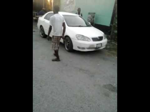 A MAD GAL WINE PAN A MAN IN MAYPEN CLARENDON MEK HIM AFFI TEK OUT HIM COCKY AND LOOK PAN IT.