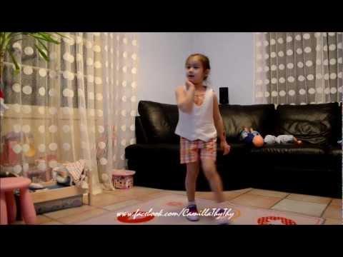 Camilla ThyThy hát và nhảy Gangnam style