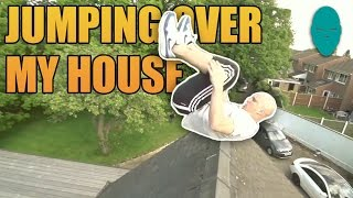 屋根を飛び越える神業アクロバット!