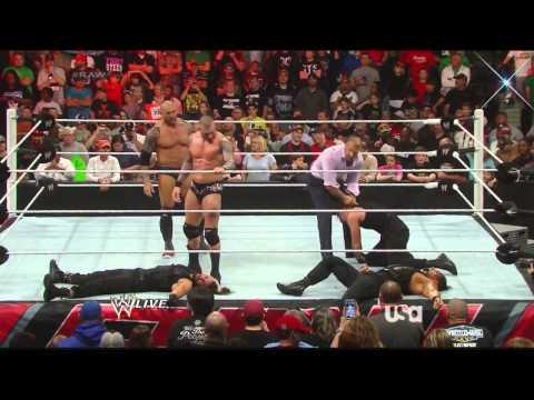 WWE: Evolution Returns: First entrance -...