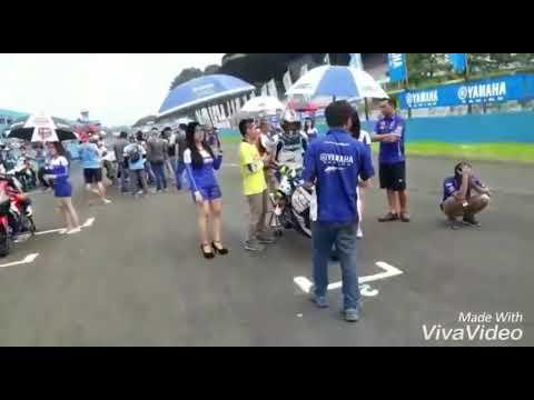 Umbrella girl yamaha sunday race seri 1