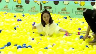 《72 tầng kỳ lâu》Triệu Lệ Dĩnh đáng yêu chơi bật nhảy ở bể bóng -Tập 11