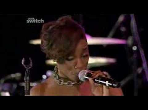 Estelle feat Kano - American Boy (Live at 1Xtra Coventry)