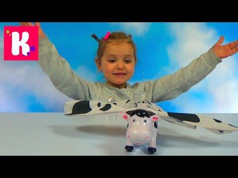 Летающая корова распаковка игрушки цепляем к потолку Flying cow unboxing toy and play