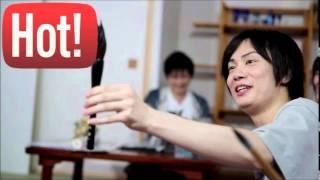 声優の鈴木達央さんとグラドルの秋山莉奈さんのトークです。 女性用下着...