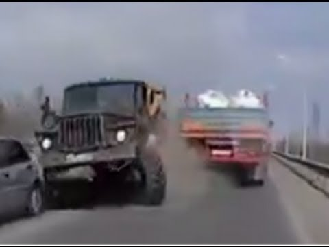 Ouch !!! Truck crashes when brakes fail.