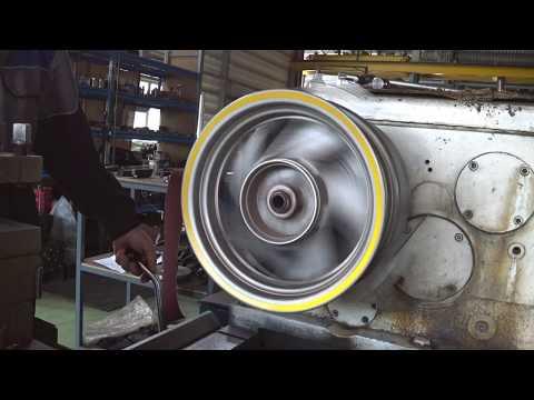 Интересная токарка на ДИП 300, растачивание колёсного диска.