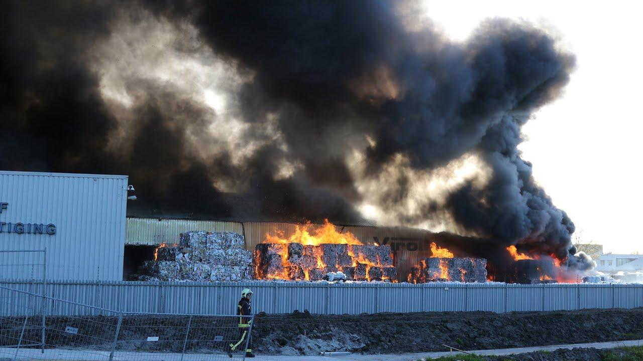 Scheemda - Zeer grote brand verwoest afvalverwerker Virol in Scheemda - YouTube