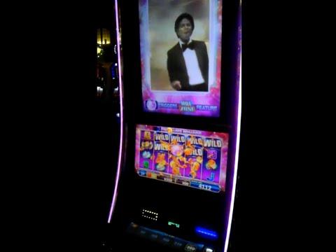 Big bang piggy slot machine