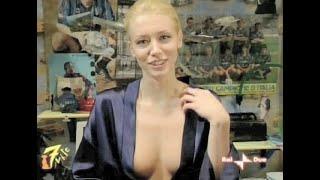 """Download Video Elena Barolo - Scollatura sexy da """"7 vite"""" MP3 3GP MP4"""