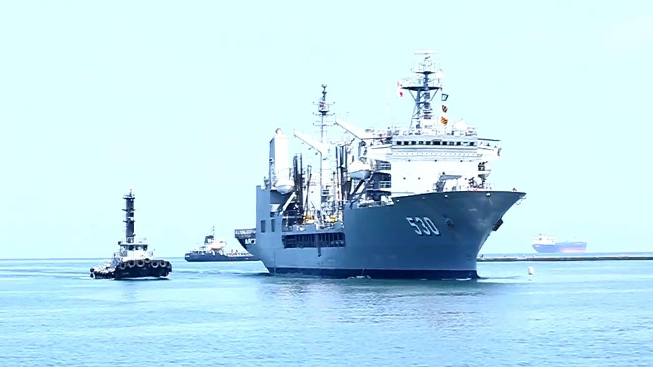 2010.04.22 海軍99敦睦遠航訓練支隊高雄站 AOE-530武夷軍艦進港 - YouTube