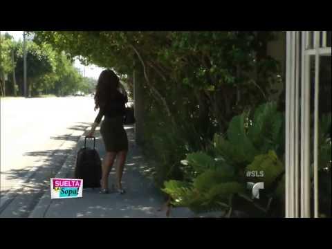 Carolina Sandoval cleavage, legs & high heels (11-26-13)