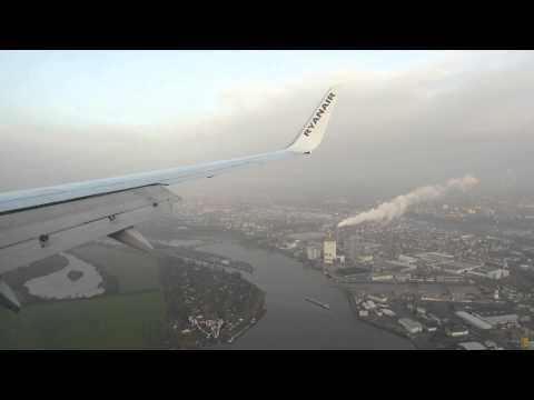 Ryanair Boeing 737 from London Stansted landing @ Bremen, Amazing view at City, Weserstadion!