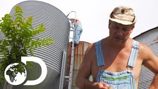Moonshiners Trade Ten Cases Of Moonshine For Used Silo | Moonshiners
