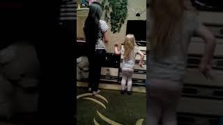 Учимся танцевать попой ))))