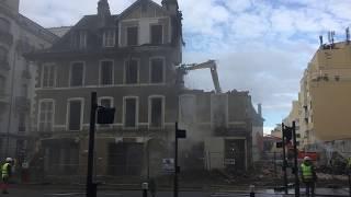 L'impressionnante démolition des anciens magasins Larraillet à Pau