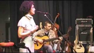 UNA MUJER by Laura Lopez Castro y Don Philippe (live 2005)