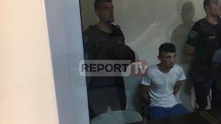 Report TV - Autori i masakres së Selenicës del para gjykatës, pritet me pështyma thumbnail