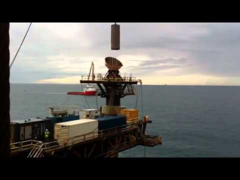 Crane barge lift