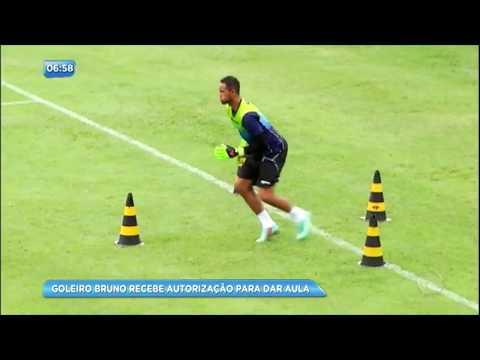 Goleiro Bruno vai dar aulas de futebol para crianças