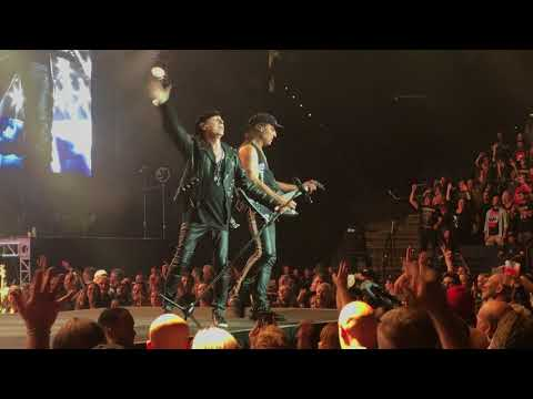 "The Scorpions ""Rock You Like a Hurricane"" @ Oracle Arena - Oakland, CA  10/4/2017"