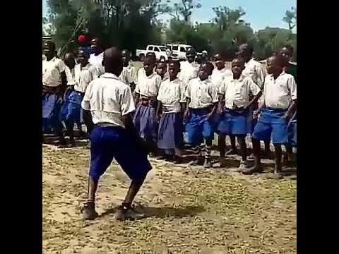 Jinsi wanafunzi wa shule ya msingi wanavyocheza Congo to global