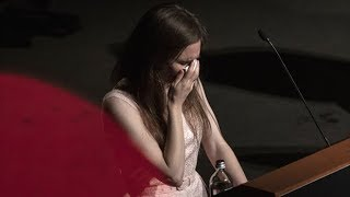 Amanda Knox sobs on stage in Italy