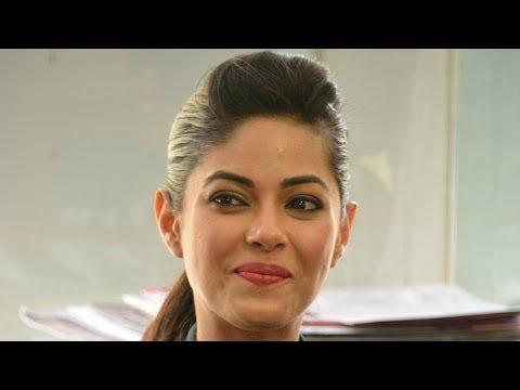 'No discomfort between Me, Priyanka & Parineeti' - Meera Chopra | Stars In The City