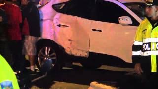Hombres roban carro en bajonazo y atropellan a motociclistas