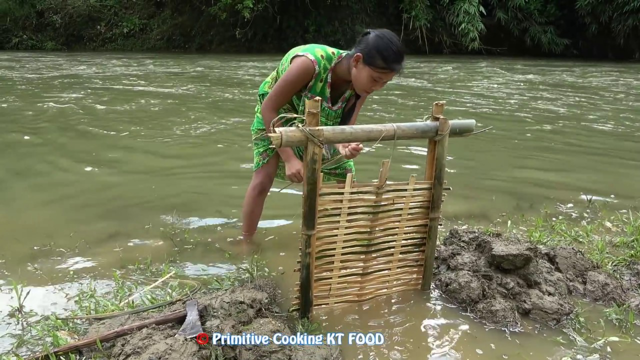Primitive Technology Trap Fishing by bamboo - Survival Skills catch fish By hand in Muddy Water