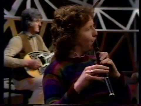 Irish traditional music - Frankie Gavin on flute with