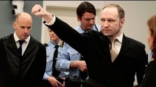 Le salut d'extrême-droite d'Anders Behring Breivik à l'ouverture de son procès