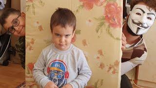 Berat ile Gerçek Hayatta Hello Neighbor Saklambaç Oyunu. Eğlenceli Çocuk Videosu