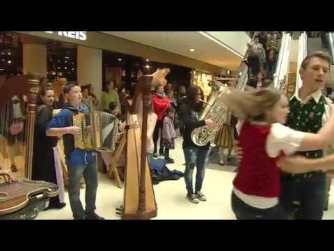 Aufghorcht in Innsbruck - Flashmob Kaufhaus Tyrol