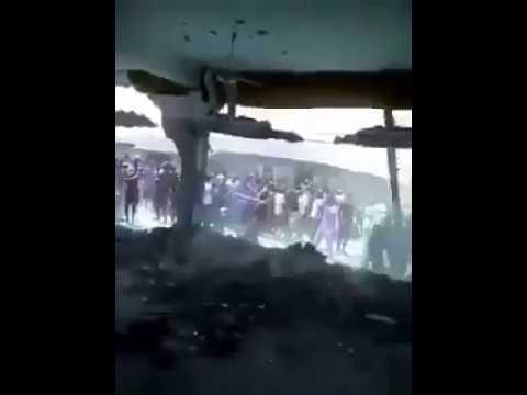 شاهد بالفيديو : إيران تبني مسجدا في نيجيريا وأول خطبه فيه شتموا الصحابه. فهاج النيجيريون فهدموه في دقايق
