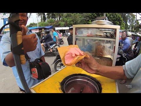 Greater Jakarta Street Food 1378 Strawberry Bread Ice Es Roti Pasar Cisarua