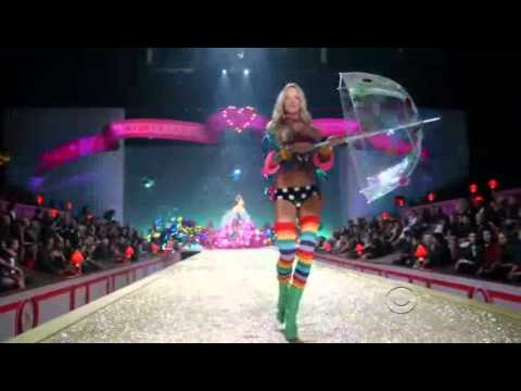 Katy Perry - California Gurls - (Live at the Ed Sullivan Theater, New York City, 24/08/2010) from YouTube · Duration:  3 minutes 50 seconds