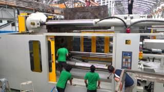 2500T Injection Molding Machine - Loading Mold